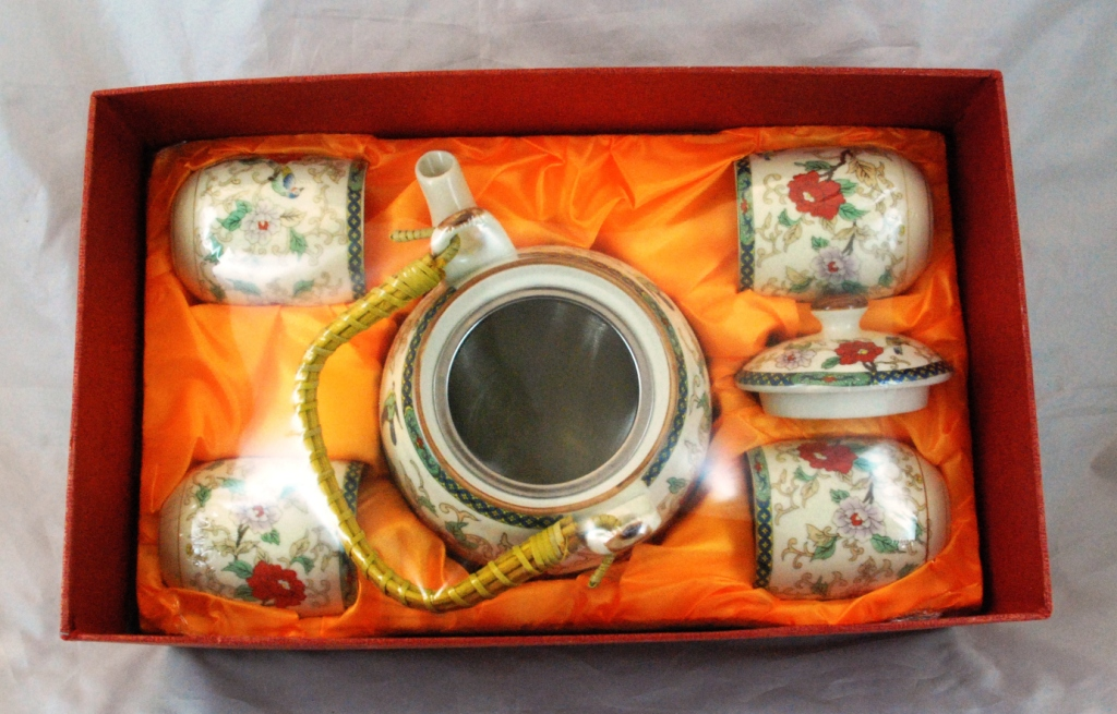 5 Piece White Flower Tea Set